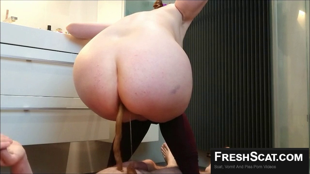 Real Scat Wife With Big Ass Shits And Pisses On Her Husband During Webcam  Recording