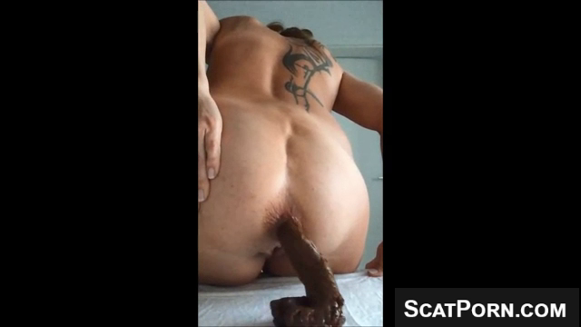 Girl With Tattoos Takes A Huge Shit On Webcam - Scatporncom-7243
