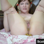 Girl Spreads Her Ass And Shits On Her Bed For Us During Webcam Scat Video